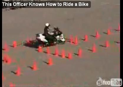 Полисмен на мотоцикле - назло рекордам!